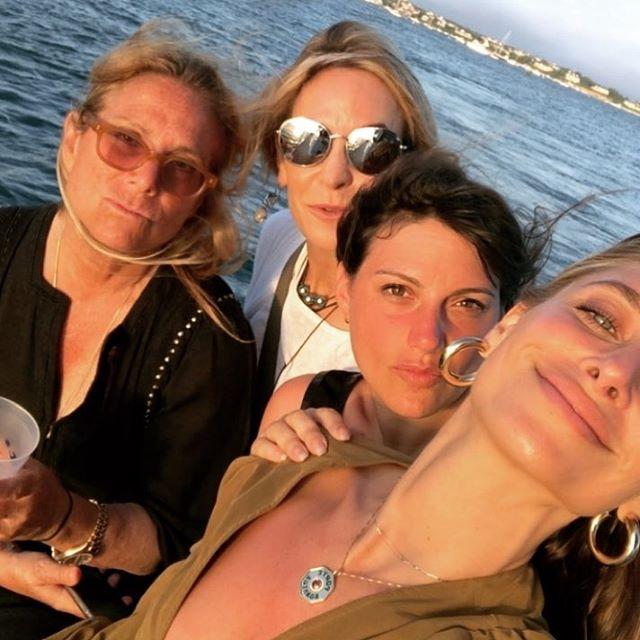 Harbor Cruising with my very favorite girls👯♀️⚓️🎆🎇🇺🇸❣️