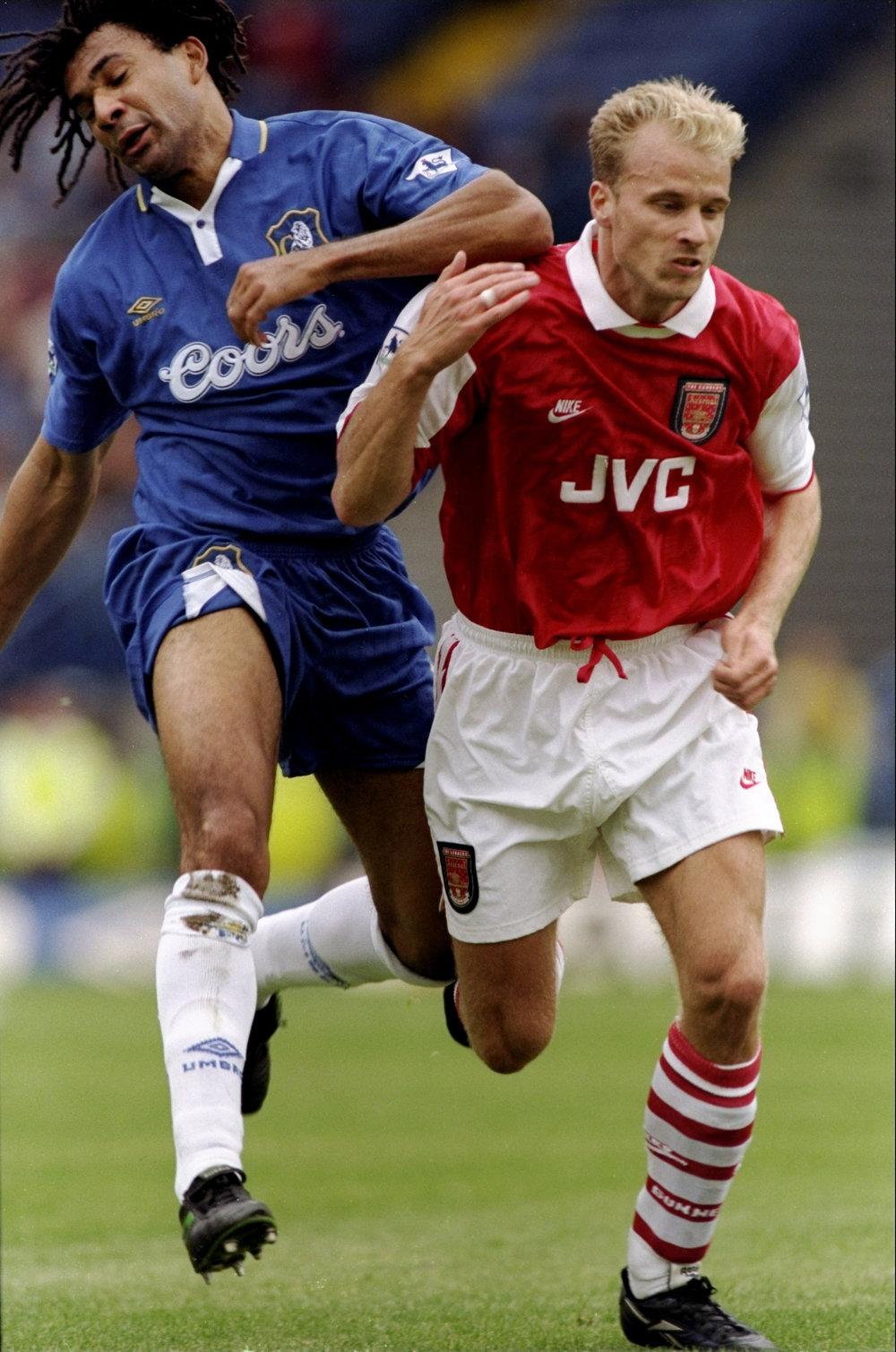 Chelsea's Ruud Gullit (left) and Arsenal's Dennis Bergkamp (right), 1996-97. (Shaun Botterill/Allsport)