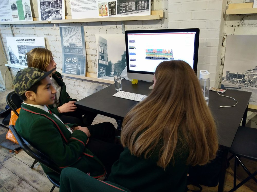 Students conduct analysis of Carrington Street at their first session in the Urban Room.