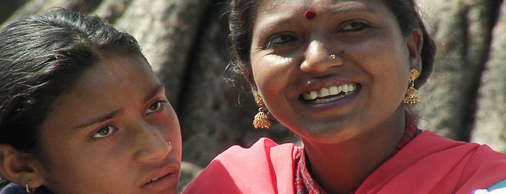 Zwei Welten - Mädchenrealitäten in Nepal und Südtirol