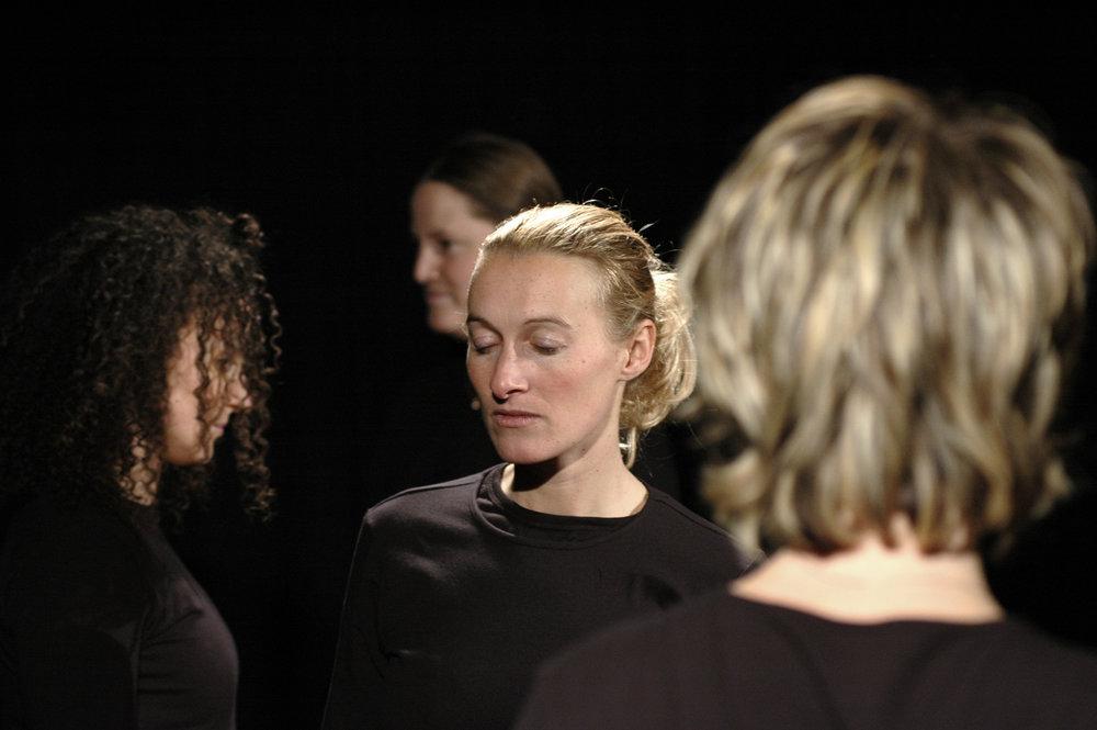 2006 TheaterStudio Freitag Medea 01.JPG