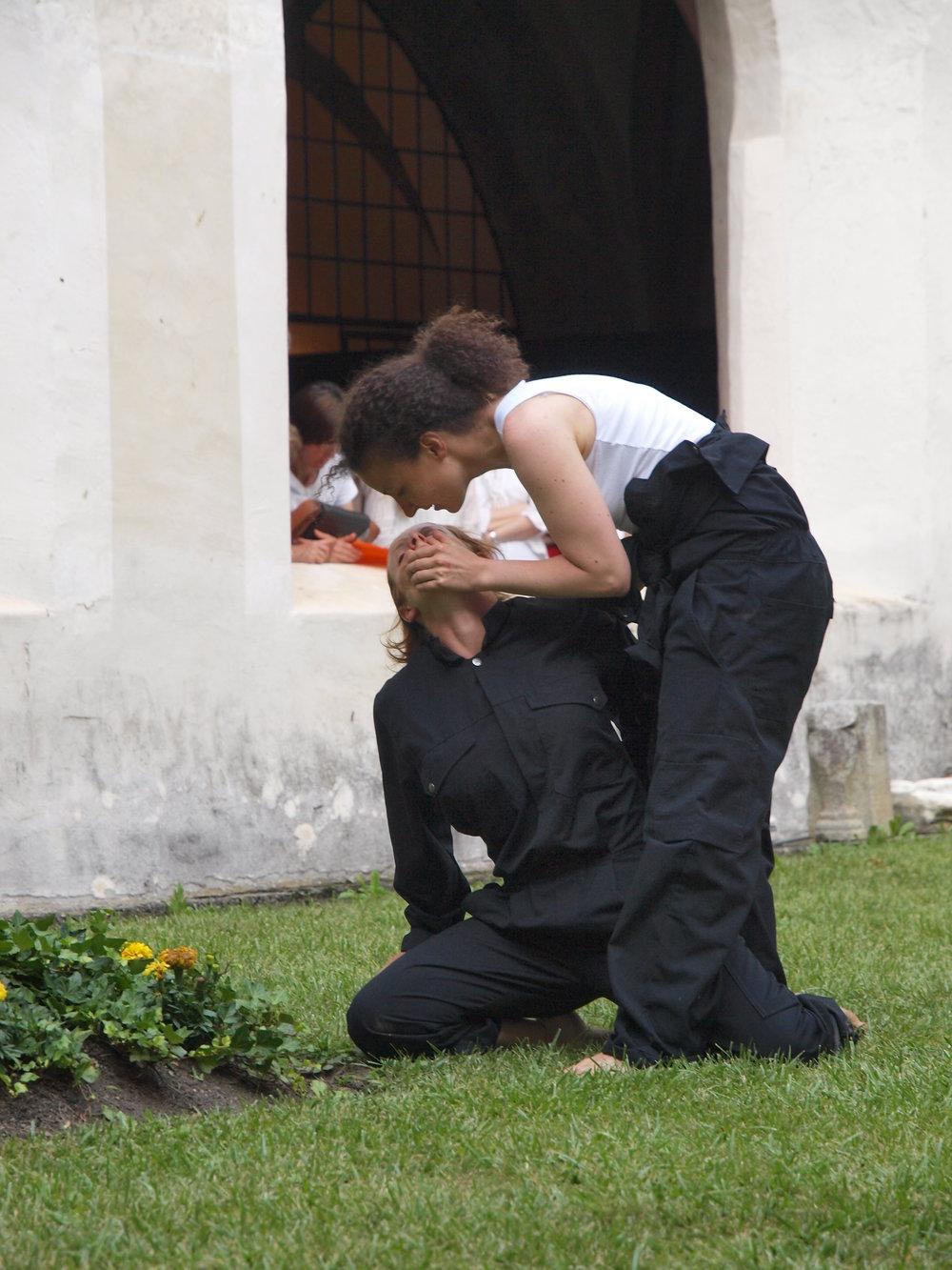2008 TheaterStudio Freitag Wer ohne Sünde ist Neustift  19.JPG