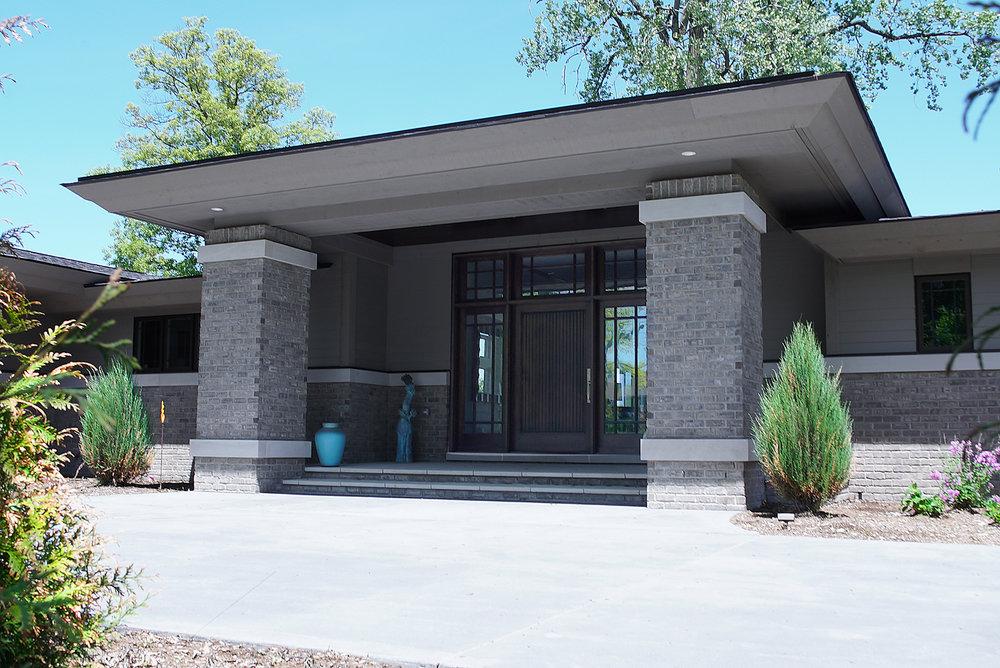 House_front_Front_door_DSC06308.jpg