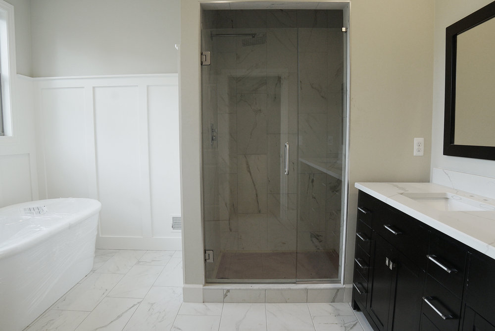 Bathroom_shower_DSC06110.jpg
