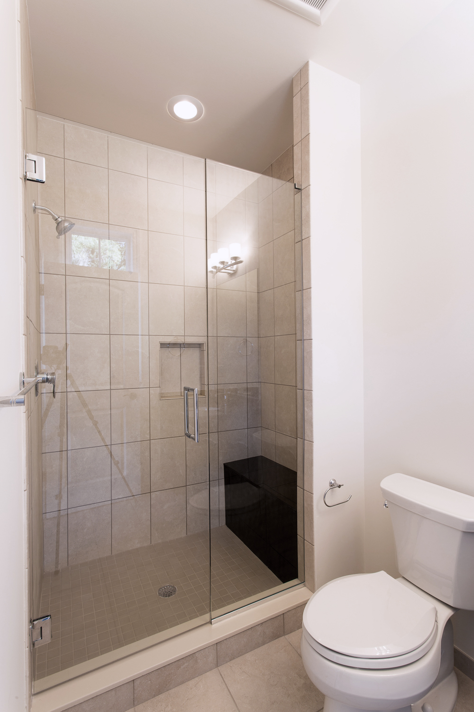 Bathroom_02_IMG_9410.jpg