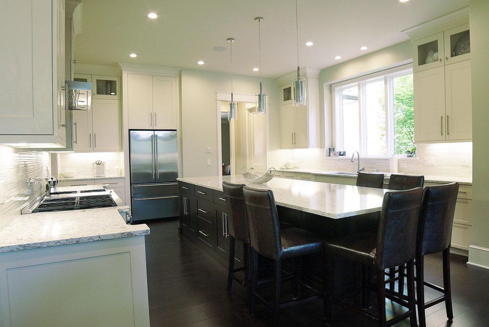 Kitchen_with_Table_DSC05558.jpg