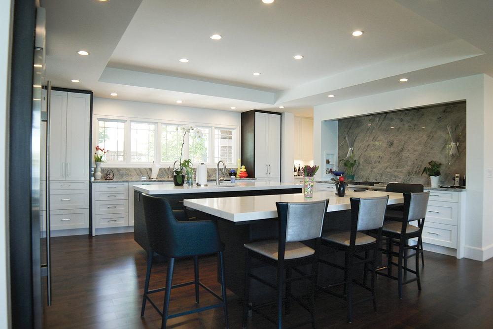 Kitchen_With_Bar_DSC06372.jpg