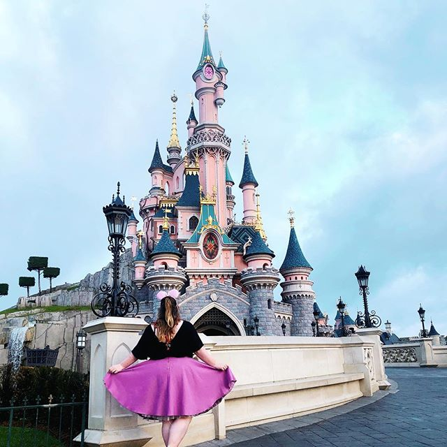 i spent 23 years of my life dreaming of what going to disney would be like, but it was truly more magical than even my wildest dreams. take me back ASAP . . . #disney #disneylandparis #dlp #sleepingbeautycastle #disneyootd #disneyblog #disneyblogger #lblogger #shinyhappybloggers #bloggingbyme #dlp2019 #livecolorfully
