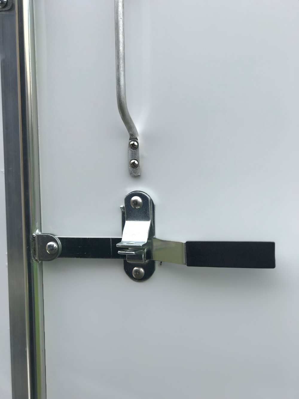 Side door bar lock