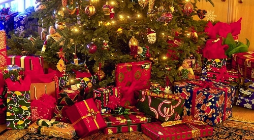Christmas-Tree-With-Presents.jpg