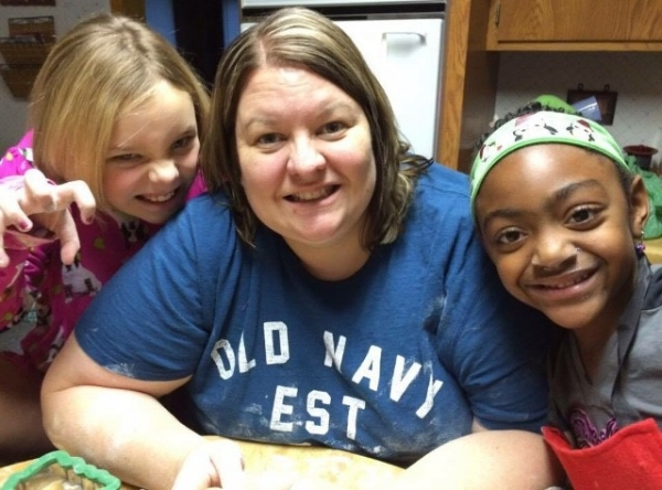 Jeri Lynn and nieces Elizabeth and Bea making Christmas cookies together.