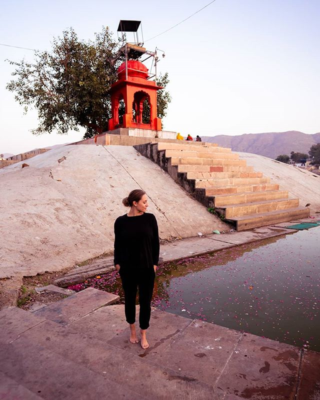 """Certainly travel is more than the seeing of sights; it is a change that goes on, deep and permanent, in the ideas of living."" 💫 . #livetoexplore#livetotravel#lifeworthliving#dreamchaser#pushkar#visitindia##incredibleindiaofficial#rajasthan_tourism#livetoexplore#flowerstagram#travelig#femmetravels#travellikeagirl#discoverearth#backpackerstory#theglobewanderer#passionpassport#wearetravelgirls#backpackwithme"