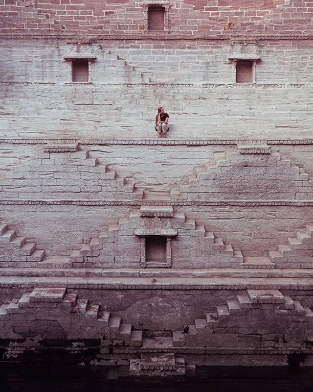 Trying to think about wandering the streets of Jodhpur, India in the most perfect weather instead of the tropical storm headed straight for us here in Southern Thailand! This stepwell in the middle of the city was breathtaking! Breathtaking because it is an architectural masterpiece AND how crazy steep it was! 😲💙🌏 . #bluecity#jodhpur#incredibleindia#indiatourism#visitindia#travelvloggers#digitalnomads#beautifulmatters#beautifuldestinations#travelinhershoes#travellikeagirl#travelinspiration#travelgoals#couplegoals#travelawesome#traveladdict#adventureseeker#wonderfulplaces#prettyplaces#wearetravelgirls#treadedtravels#passionpassport#theglobewanderer#bucketlisters