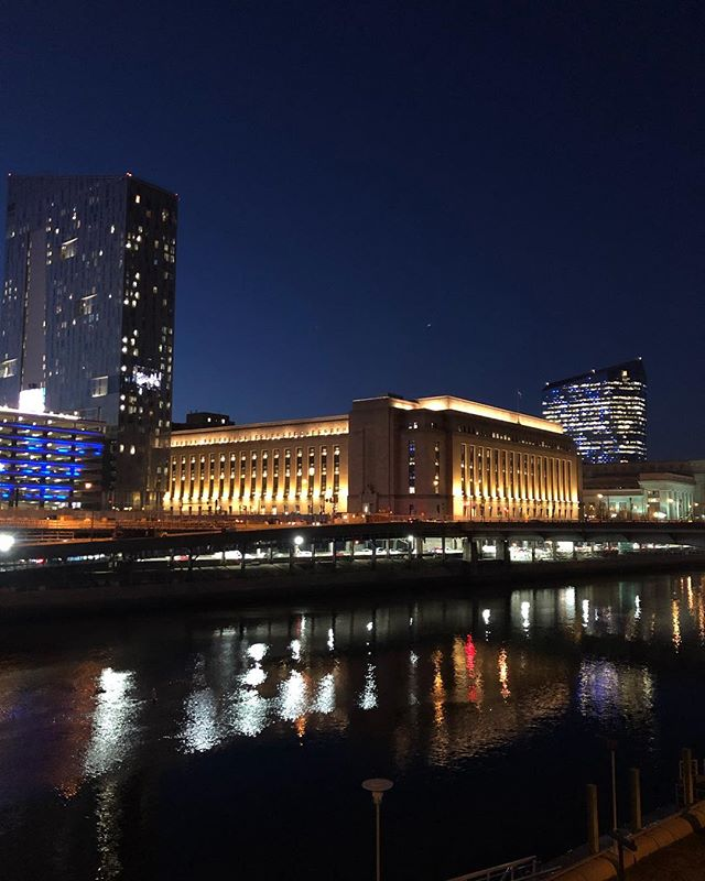 Philly at night • • • #lettherebelight #lights #schuykillriver #philadelphia #30thstreetstation #lightanddark
