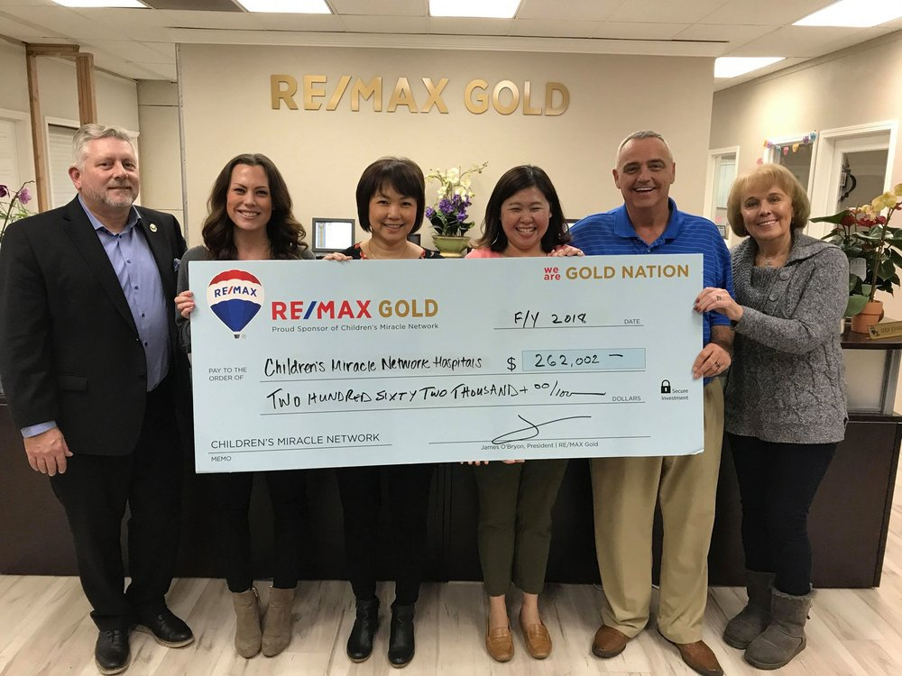 Miracle Agents in our Fair Oaks office pose with check to CMN. From L to R: Mike Reynolds, Brandi Underwood, Vischa Savitri, Charlotte Tjong, Bob Kelnhofer, Kathy Gheen