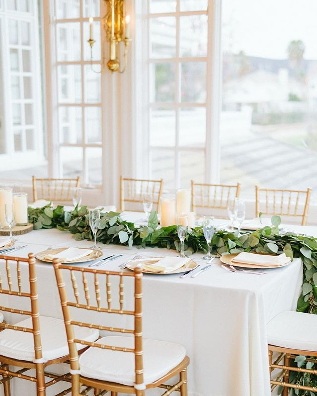 Garlands are always a good idea Photo @agajones Garland by Flora Fantasia Coordination @treschicaffairs  Rentals @raphaelspartyrentals