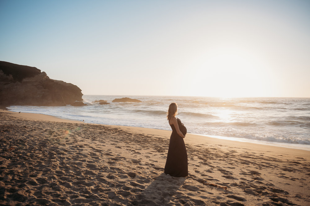JRoesch Maternity Montara Beach-27.jpg
