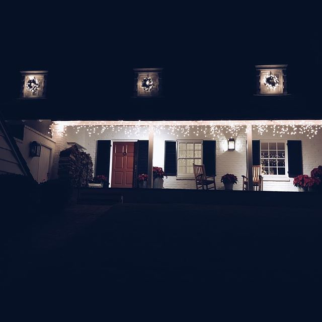 Christmas time at Sunnyhills Studio #sunnyhillsstudio #oaklandarchitects #frontporch