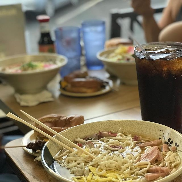 Got the family out to Shige's Saimin Stand in Wahiawa today. My favorite spot is quickly becoming my father in law's favorite spot too. You can't beat old school saimin #hawaii #hawaiifood #noodles #soup #burger #cheeseburger #beef #local #eatlocal #delicious #yummy #nomnom #family #familymeal #luckyweeathawaii