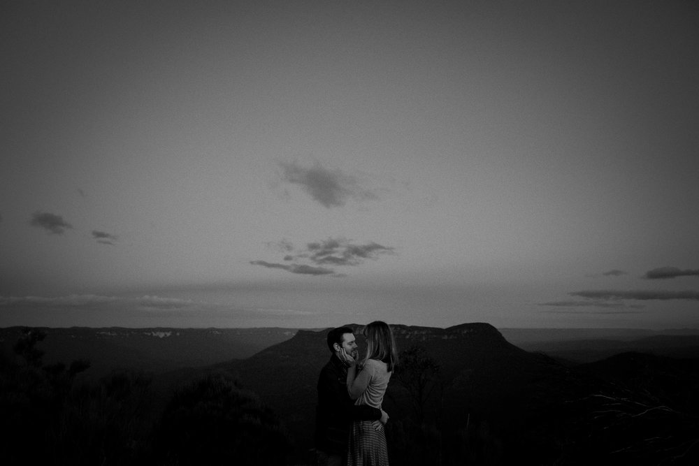 A bride and groom elope at Landslide Lookout in Katoomba