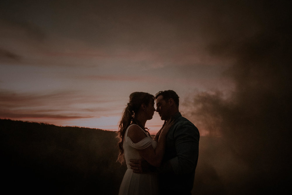 A bride and groom elope on a cliff at sunset at Valley View Lookout near Evans Lookout in Blackheath