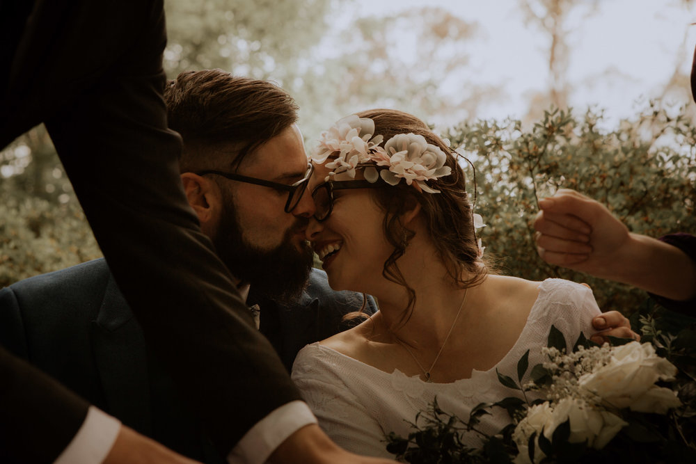 A bride and groom elope at Everglades Historical House and Garden in Leura