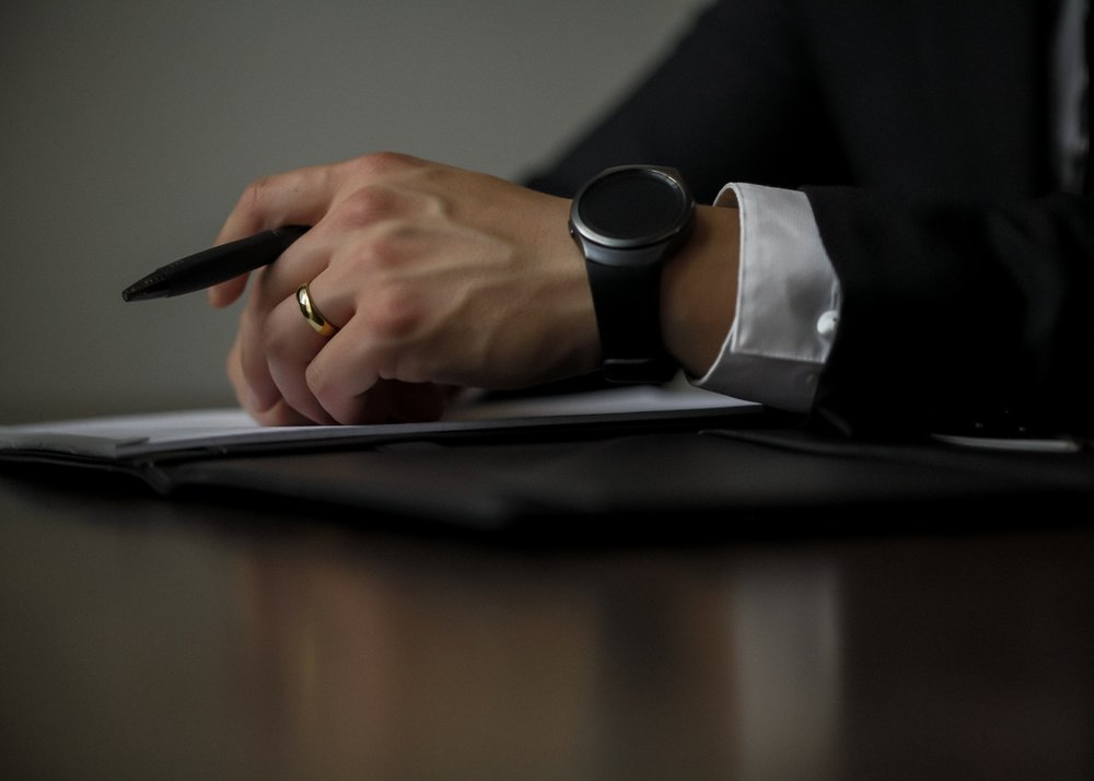 An expert witness ready to give evidence in Arbitration