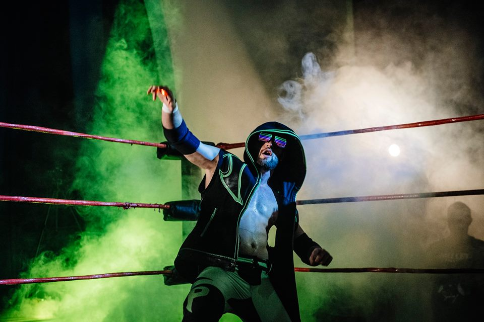 El Phantasmo makes his debut with an incredible entrance (photo: The Head Drop)