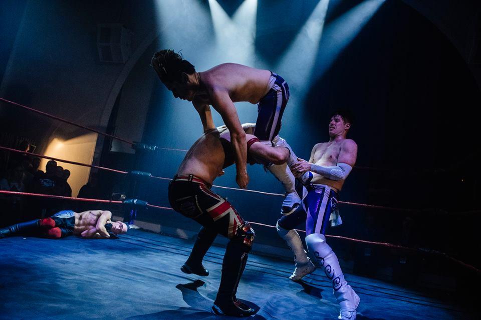 Kelly Sixx and Ashley Dunn are a high flying sensation (photo: The Head Drop)
