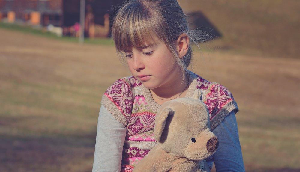 alone-blond-child-262296.jpg