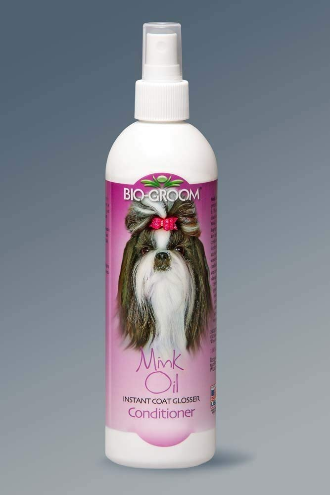 Biogroom Spray On Conditioner - Love, love, love this leave in spray! Not only does it condition the coat, it has an amazing long lasting scent.Bio-Groom mink oil spray is a coat glosser, conditioner, and sunscreen in one. Mink oil spray enhances shine and protects coat colors. Made with non-greasy sunscreens that protect a pets coat color. Mink oil spray intensifies all colors on both long and short-coated breeds. Contains vitamin E to promote healthy skin and coats. Non-sticky, non-greasy formula is great for use just before entering the show ring. Mink oil spray comes in a 1-gallon size.