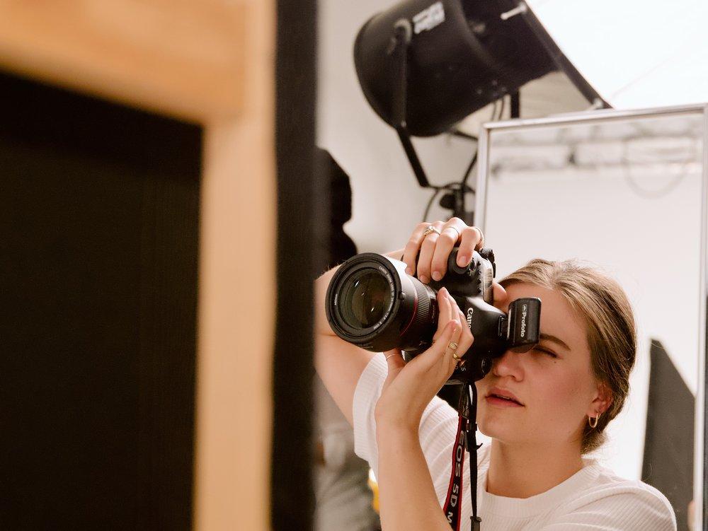 Photography - Stunning photos for your presence. ——————————-Unsere Arbeiten sind facettenreich und hochprofessionell. Storytelling, Tiefe, saubere Technik und high-end retouch, erlauben es uns viele Bereiche der Fotografie abzubilden. Künstlerisch, konzeptionell, corporate.