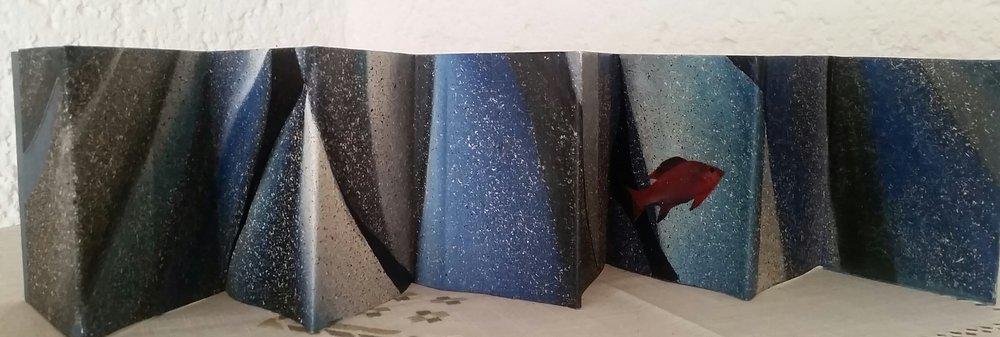 El Huachinango del Golfo.  Tecnica mixta sobre cartón  13 x 90 cm abierto  13 x 9.5 cm cerrado