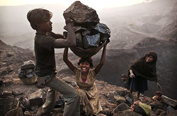 Photographer Kevin Frayer captures a community of coal scavengers in the village of Bokapahari, India