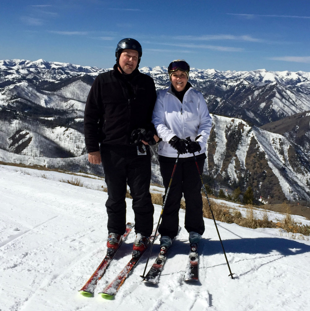 Mary&David Skiing.JPG