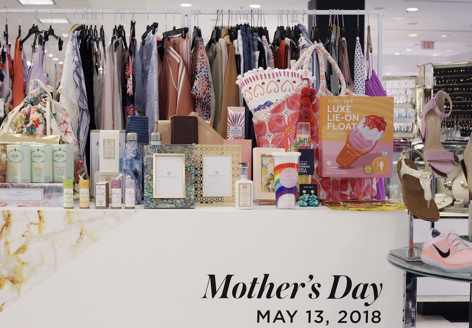 bloomingdales gift guide, mothers day gifts, shopping guides, gifts for mom, the mom life gifts