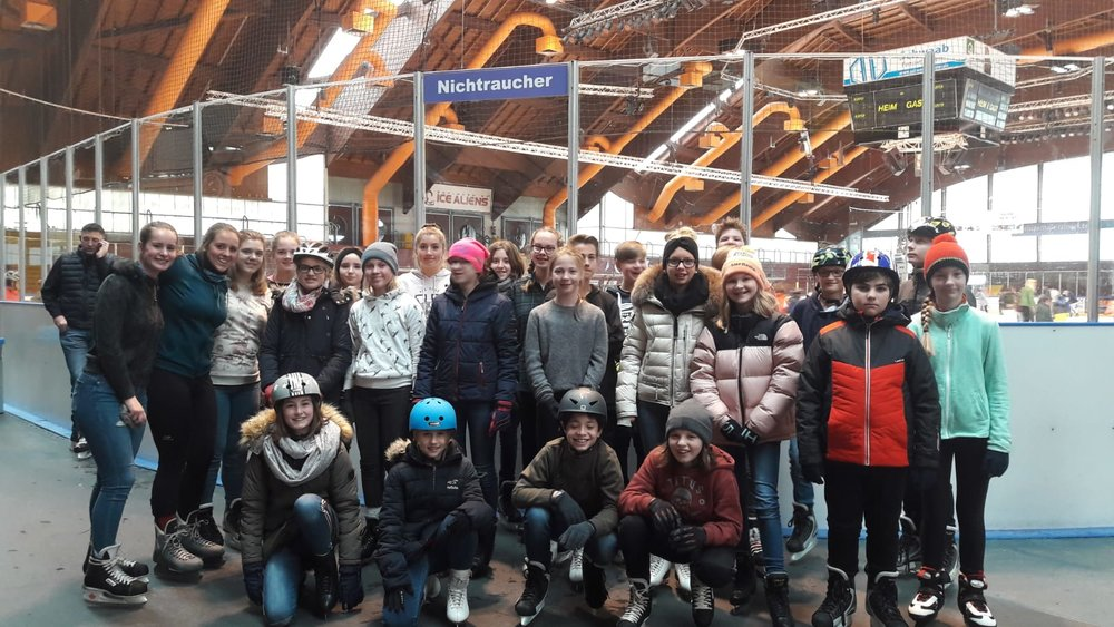 Gruppenfoto-Eislaufen.jpg