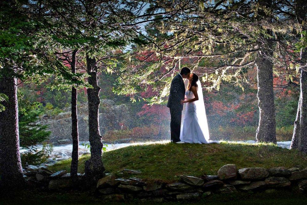 liscombe-wedding-kissing-rain.jpg