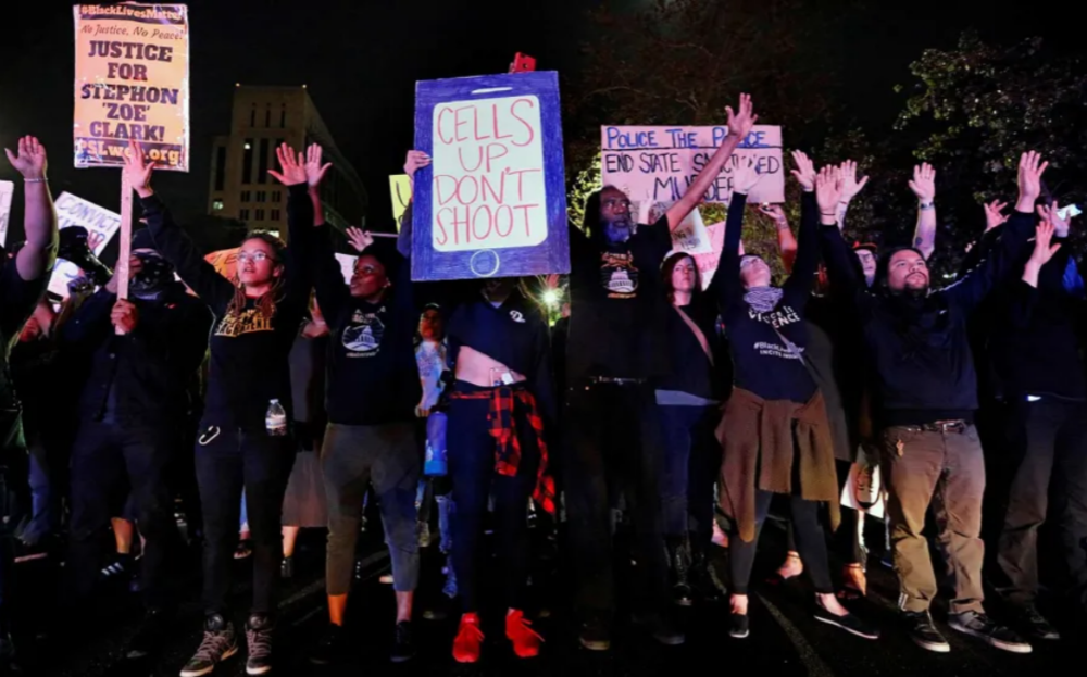 Demonstrators protest the police shooting of Stephon Clark, in Sacramento, California, March 30, 2018.  (Reuters / Bob Strong)