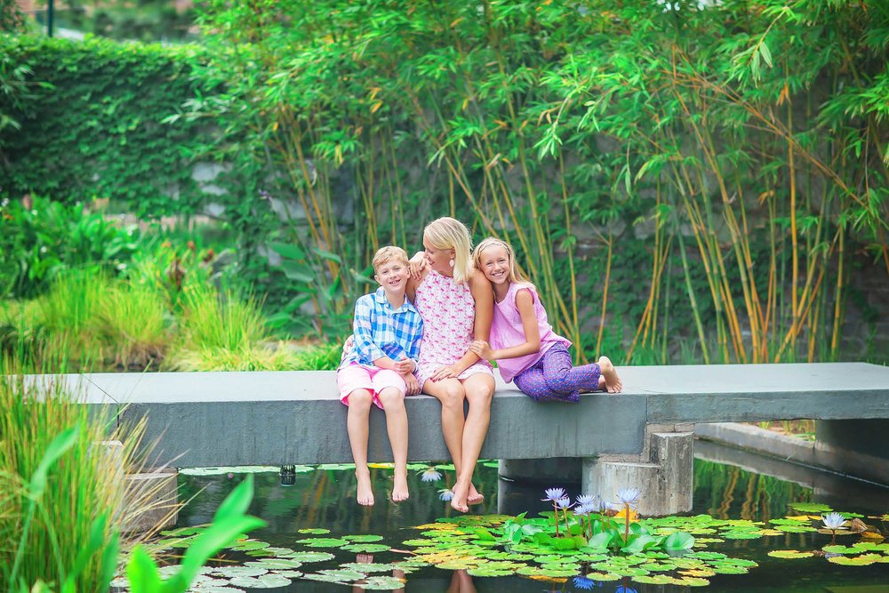 Single mom with children family portrait in The Woodlands, Texas