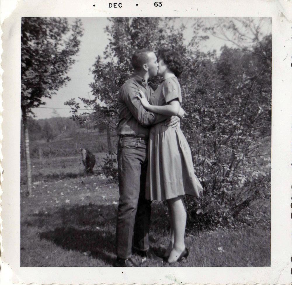 kiss b.jpg