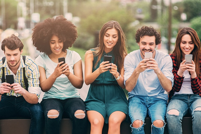 One in two millennial smartphone users experience anxiety without their phones - Hoang Nguyen