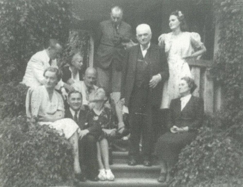 1940 - Dwór służy jako miejsce schronienia dla wielu wybitnych Polaków, w tym Ireny Anders, którzy uciekli przed prześladowaniem przez okupantów.