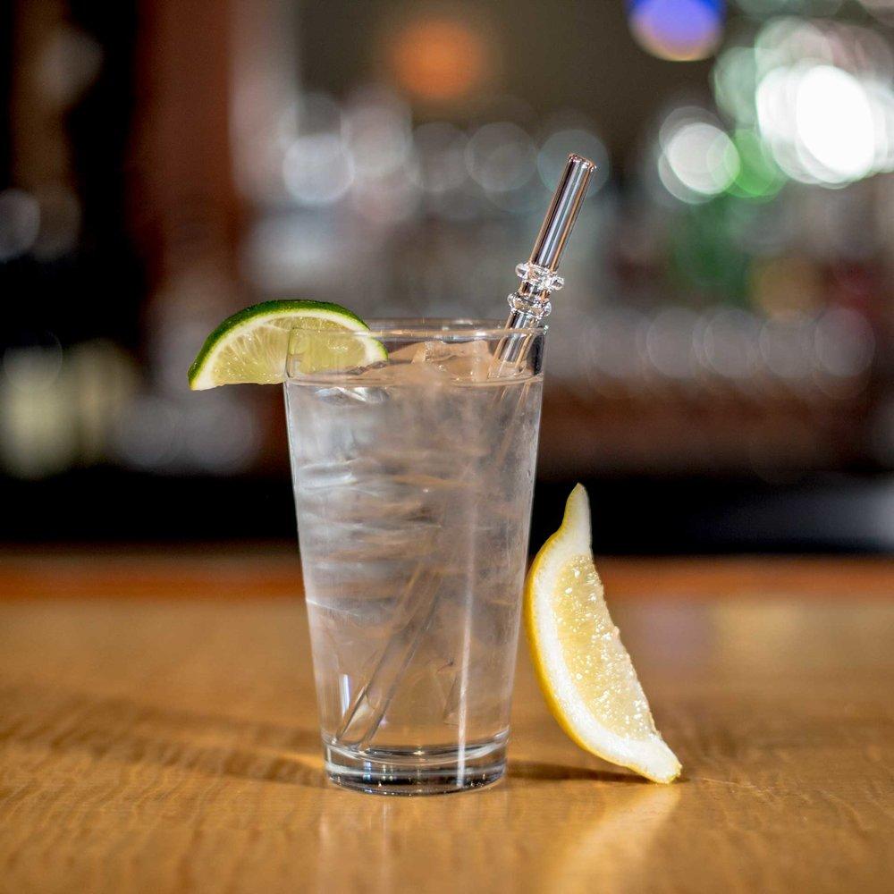 EcoGlassStraw_water_lemon_Ice_clearstraw_Doublegroove.jpg
