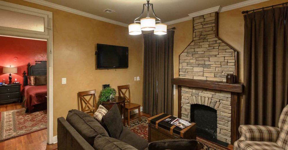 ROUTE 66 SUITE - Your stay in this suite is bound to keep you entertained with memorabilia from many destinations along one of the original U.S. Highways.