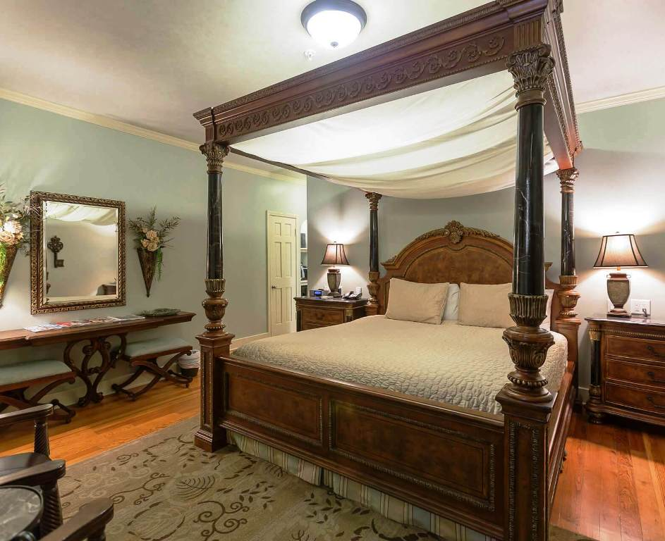 Hotels Near The University of Tulsa - The Campbell Hotel