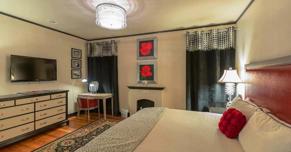Tulsa Rose Bowl Room - Step back into the lanes of The Rose Bowl during your stay at The Campbell in this fabulously decorated king guest room.