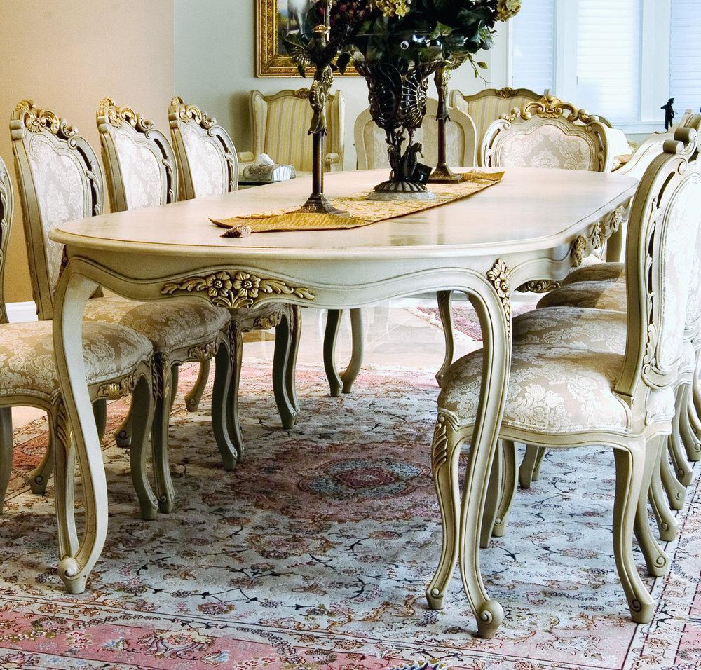 TA 1023 LOUIS XV DINING TABLE Valencia Gold