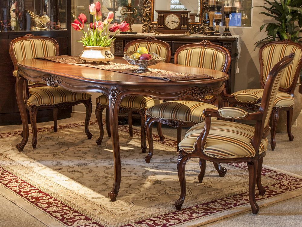 TA 1023 LOUIS XV DINING TABLE 2017