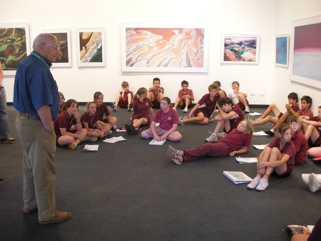 Woldendorp speaking to school children in Mandurah, WA as part of Art on the Move